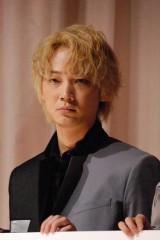 映画『そこのみにて光輝く』初日舞台あいさつに出席した綾野剛 (C)ORICON NewS inc.