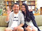 九州男の新曲「窓の外はもう日曜日」MVに出演したフジモン&ユッキーナ夫妻
