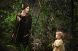 アンジーと愛娘ヴィヴィアンの共演シーンを初公開。ディズニー映画『マレフィセント』は7月5日公開(C)2014 Disney Enterprises, Inc. All Rights Reserved.