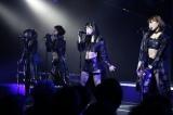 ユニット曲「Blue rose」を披露したHKT48(左から)松岡菜摘、兒玉遥、指原莉乃、穴井千尋=新チームH「青春ガールズ」初日公演の模様 (C)AKS