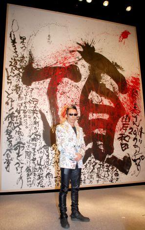 「頂」としたためた特大詩画を披露した長渕剛=競輪レース『KEIRINグランプリ2014岸和田』記者会見 (C)ORICON NewS inc.
