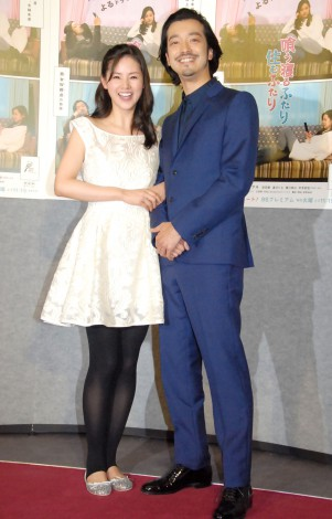 BSプレミアムドラマ『喰う寝るふたり 住むふたり』の会見に出席したカップル役の(左から)小西真奈美、金子ノブアキ (C)ORICON NewS inc.