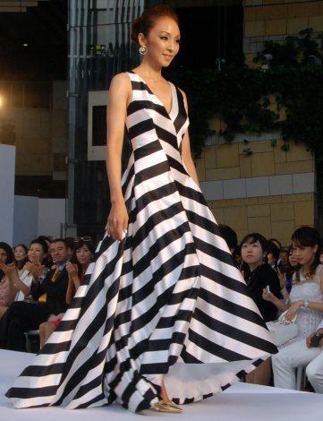 『エスカーダ 2014春夏ファッションショー』でモデルを務めた神田うの (C)ORICON NewS inc.