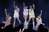 宮澤佐江(右から2人目)のユニット曲は「万華鏡」(C)AKS