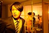 WOWOW連続ドラマW『モザイクジャパン』に主演する永山絢斗。就業中もオフィス内やトイレなどいたるところで絡みの撮影が行なわれるAVメーカーに再就職してしまった主人公・理市を演じる(第1話)(C)WOWOW