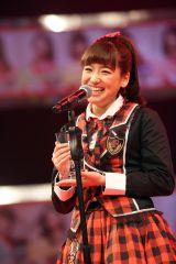 インドネシア・ジャカルタのJKT48初の総選挙で3位に食い込んだ仲川遥香が涙と笑顔のスピーチ (C)JKT48 project
