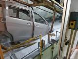 300ボルト程の電圧で塗装していく電着工程など、貴重な工場内部を公開(=広島・マツダ本社) (C)oricon ME inc.