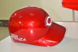 広島東洋カープのヘルメットには、昨年からソウルレッドをイメージした特別色が採用されている(=広島・マツダ本社) (C)oricon ME