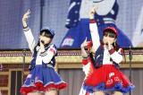 """AKBグループのアイドル""""なこみく""""(左から田中美久、矢吹奈子)(C)AKS"""