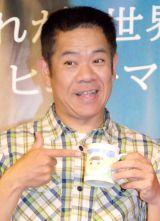 娘から3年前の父の日にもらったマグカップを手に持つFUJIWARA・原西孝幸=映画『プリズナーズ』公開直前イベント (C)ORICON NewS inc.
