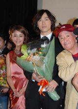 (左から)熊切あさ美、塩谷瞬=映画『歌舞伎町はいすくーる』初日舞台あいさつ