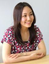 インタビュー中に応じる上間美緒 (C)ORICON NewS inc.