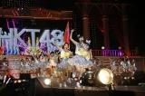 HKT48単独では初の大阪公演を行い、大阪城ホールを走り回った(C)AKS