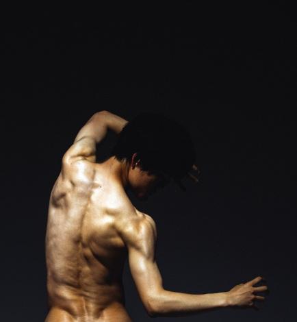 最新写真集『入江甚儀写真集 0 -ZERO-』で肉体美を披露した入江甚儀