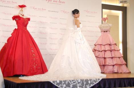 純白のウエディングドレス姿で登場した小島瑠璃子=ウェディングドレス・ブランド『Ayana ture(アヤナチュール)』新作発表会 (C)ORICON NewS inc.