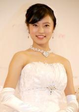 先輩・酒井彩名デザインのウエディングドレス姿を披露した小島瑠璃子=ウェディングドレス・ブランド『Ayana ture(アヤナチュール)』新作発表会 (C)ORICON NewS inc.