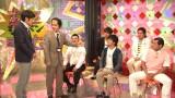 突然現れたディレクターに固い演出を強要され、とまどう芸人たち。5月8日放送、NHK『LIFE!』で披露されるコント「NHKなんで」のワンシーン(C)NHK