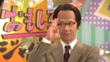 「NHKなんで」と決めゼリフとポーズをとるゼネラル・エグゼクティブ・プレミアムディレクターの三津谷(内村光良)(C)NHK