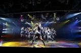 「ウッホウッホホ」のゴリラ役は横山キャプテン自ら担当 〜「AKB48チームK『RESET』初日公演より(C)AKS