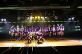 「引っ越しました」の紙テープ演出〜AKB48チームK『RESET』初日公演より(C)AKS