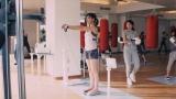 ジムで体を鍛える水川あさみ。満島ひかり(右)と共演/トヨタ「ハートを磨け!PASSO」キャンペーン第2弾CMより