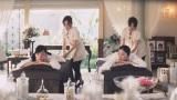 撮影を忘れてマッサージにうっとり…(左から)水川あさみ、吉高由里子/トヨタ「ハートを磨け!PASSO」キャンペーン第2弾CMより