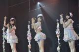 「キャンディー」を披露した(左から本村碧唯、宮脇咲良、熊沢世莉奈)(8日=HKT48劇場)(C)AKS