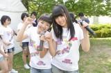 AKB48チーム8の(左から)本田仁美(栃木)、吉川七瀬(千葉)(C)AKS
