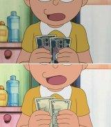 のび太が手にしている千円札(画像上)が米国版『DORAEMON』ではドル紙幣(画像下)に。日本語タイトル「ぼくを止めるのび太」より(C)藤子プロ・小学館・テレビ朝日・シンエイ・ADK