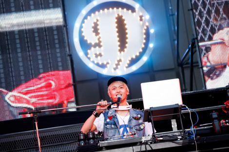 初の野音で17曲を披露したDISH//のTo-i(DJ)(photo by:佐藤薫)