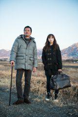 映画『gift』でW主演を務める(左から)遠藤憲一、松井玲奈