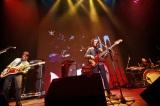『第二回亀田杯 ベース選手権大会』にて、ベース2本とドラムで迫力のライブを披露。亀田誠治とロックバンド・OKAMOTO'Sのベーシスト、ハマ・オカモトは、息の合ったプレイで観客を魅了した