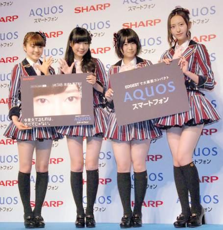 SHARP『AQUOSスマートフォン』キャンペーン発表会に出席したHKT48(左から)穴井千尋、指原莉乃、朝長美桜、森保まどか (C)ORICON NewS inc.