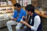 5月17日放送、関西テレビ・フジテレビ系『にじいろジーン』で向井理と山口智充が横浜ぶらり旅へ(C)関西テレビ