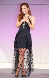 スカートから美脚をのぞかせる中村アン=JNAネイルトレンドステージ『TOKYO NAILS COLLECTION 2014 A/W』 (C)ORICON NewS inc.