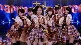 大人AKB48・まりり(中央)がCM初登場!(左から)川栄李奈、渡辺麻友、塚本まり子、島崎遥香、小嶋真子、大和田南那 (C)AKS
