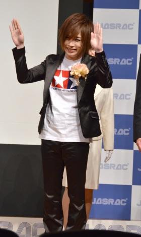 「女々しくて」を踊る鬼龍院翔/『2014年JASRAC賞』贈呈式 (C)ORICON NewS inc.