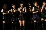 昨年59位の朝長美桜(中央)は暫定22位(21日=福岡・HKT48劇場)(C)AKS