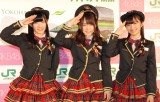 『AKB48チーム神奈川×JR横浜線新型車両導入キャンペーン』発表会に出席したAKB48(左から)岡田奈々、川栄李奈、大島涼花 (C)ORICON NewS inc.