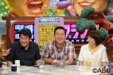5月26日放送、ABC『ごきげんブランニュ』に2代目マドンナの赤江珠緒(右)がゲスト出演。MCのトミーズ雅(中央)、赤井英和(左)も大喜び
