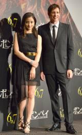 映画『ポンペイ』ジャパン・プレミアイベントに出席した(左から)黒木メイサ、ポール・W・S・アンダーソン監督 (C)ORICON NewS inc.
