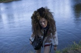 池に落ちたり、落とし穴に落ちたり…体を張った熱演が注目される指原莉乃『薔薇色のブー子』(5月30日公開)(C)2014「薔薇色のブー子」製作委員会