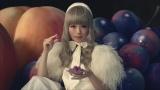 『アイスの実』新CMでフランス人形風ファッションを披露するきゃりーぱみゅぱみゅ