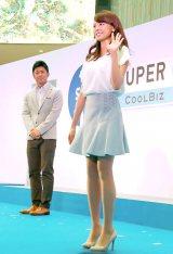「スーパークールビズ」ファッションショーで美脚を披露した宮澤智アナウンサー (C)ORICON NewS inc.