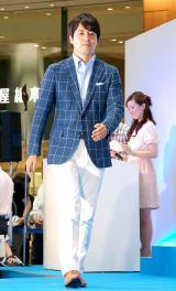 「スーパークールビズ」ファッションショーに登場した桝太一アナウンサー=『スーパークールビズ2014 キックオフ・イベント〜COOL BIZ 10th〜』 (C)ORICON NewS inc.