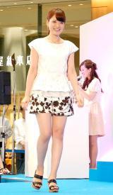 「スーパークールビズ」ファッションショーに登場した小熊美香アナ=『スーパークールビズ2014 キックオフ・イベント〜COOL BIZ 10th〜』 (C)ORICON NewS inc.