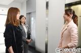 フジテレビ『ファースト・クラス』で6年ぶりに連ドラ出演を果たすhitomi(左)