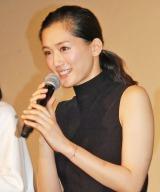 主演映画『万能鑑定士Q −モナ・リザの瞳−』の初日舞台あいさつに出席した綾瀬はるか (C)ORICON NewS inc.