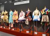 『AKB48選抜総選挙ミュージアム』に展示されている『NHK紅白歌合戦』の衣装 (C)ORICON NewS inc.