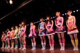 チームAの15人が並ぶ。川栄李奈と入山杏奈は療養中のため欠席 (C)AKS